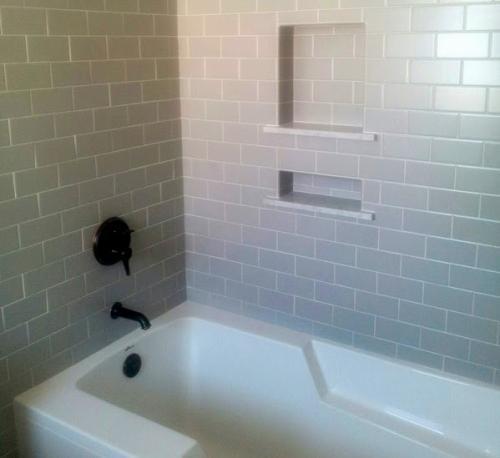 Guest bath tub-001