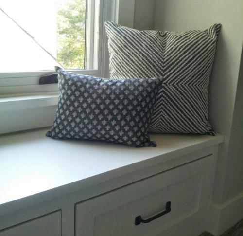 Guest room window seat w:pillows